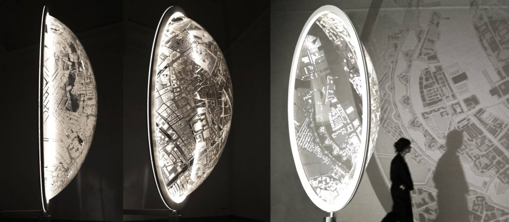 Es Devlin, MASK IN MOTION, 2018, 3D printed SLA, acrylic, aluminium, LED, motor, 190x140x48cm