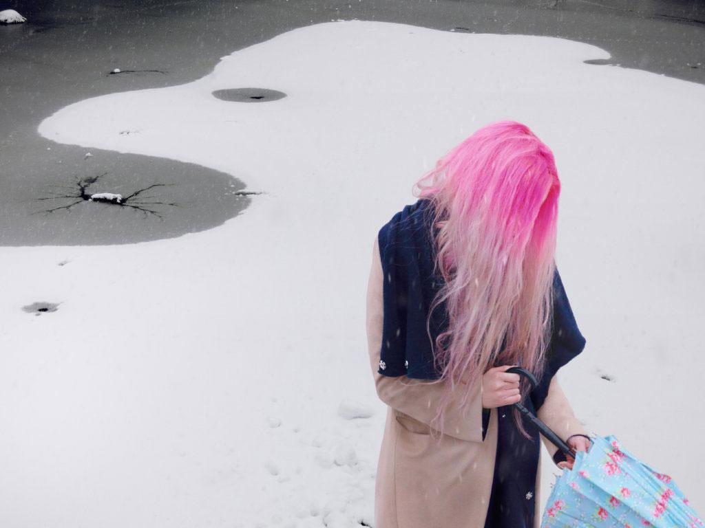 Hannah Starkey, courtesy Maureen Paley, London and Tanya Bonakdar Gallery.jpg