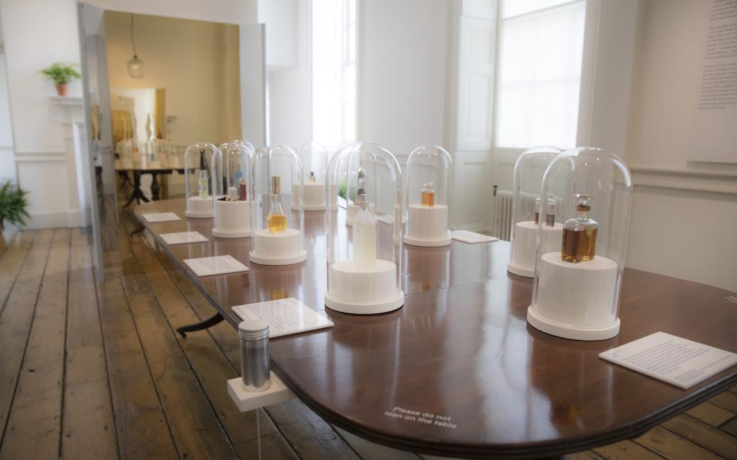 Iconic fragrances in Perfume: A Sensory Journey Through Contemporary Scent