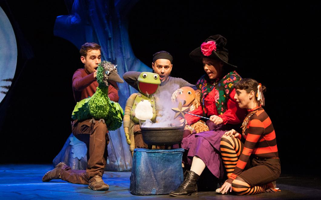Room on the Broom - Tall Story Theatre Company