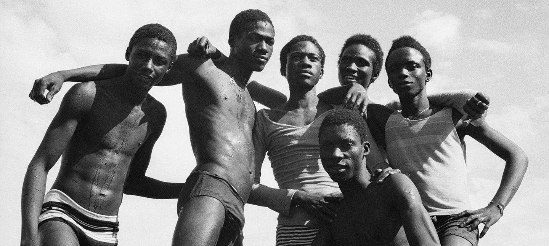 A la plage, 1974 by Malick Sidibé. Courtesy Galerie MAGNIN-A, Paris