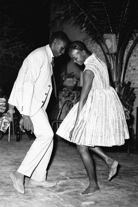 Nuit de Noël (Happy Club), 1963 © Malick Sidibé. Courtesy Galerie MAGNIN-A, Paris